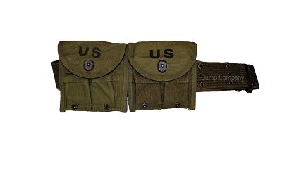 US koppel met twee US 30 M 1 magazijntasjes